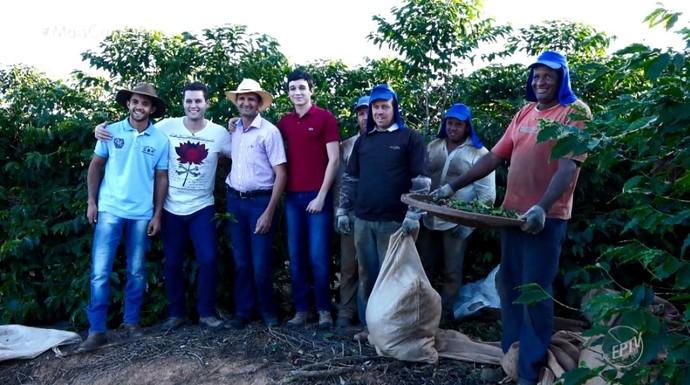 Pedro Leonardo foi acompanhar de perto todo o processo de colheita do café, na fazenda do Sebastião da Silva em Cristina (MG) (Foto: reprodução EPTV)