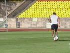 Atacante Neymar volta a treinar com bola e participa de todo o treino
