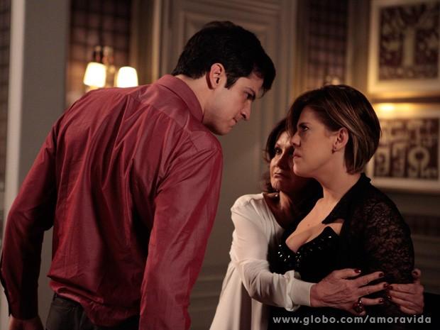 Félix fica irado ao descobrir que está sendo traido (Foto: Amor à Vida / TV Globo)