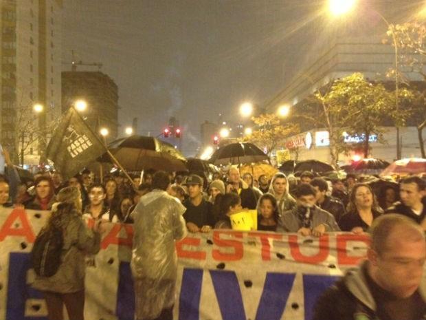 Manifestação (Foto: Thais Kaniak)