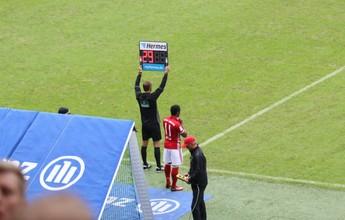Bayern vence de virada no Alemão, mas perde Douglas Costa antes do fim