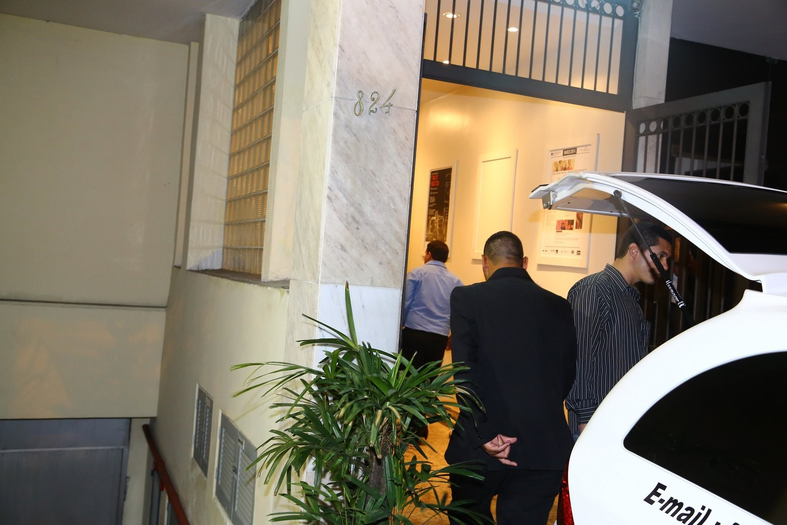 Corpo de José Wilker chega para o velório (Foto: Marcello Sá Barretto e JC Pereira/AgNews)