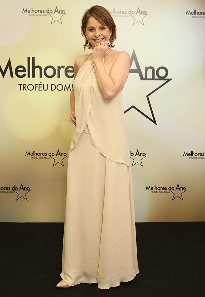 Drica Moraes investe em vestido clean para premiação (Foto: Carol Caminha/Gshow)