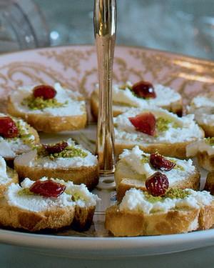 Crostini de queijo de cabra, cranberry e pistache (Foto: Ricardo Corrêa/Casa e Comida)