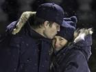 Gisele Bündchen troca carinho com Tom Brady em jogo de hóquei do filho