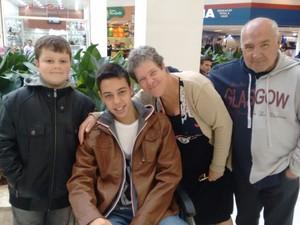 Luiz Felipe com a família em Tatuí antes de sentir as dores (Foto: Arquivo pessoal/Elaine Machado)