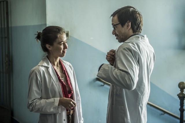 Marjorie Estiano e Julio Andrade em 'Sob pressão' (Foto: Mauricio Fidalgo/ TV Globo)