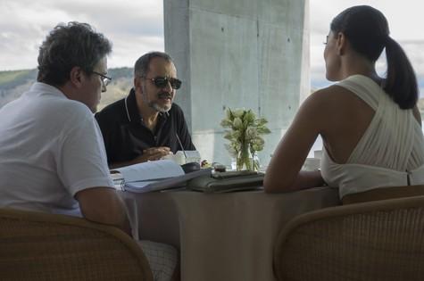 Luiz Henrique Rios dirige Humberto Martins e Juliana Paes  (Foto: Renato Rocha Miranda/TV Globo)