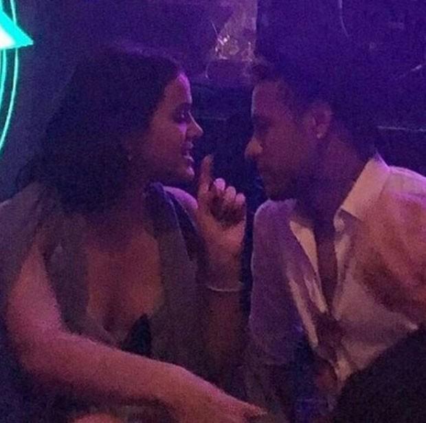 Bruna e Neymar conversam durante a festa (Foto: Reprodução Instagram)