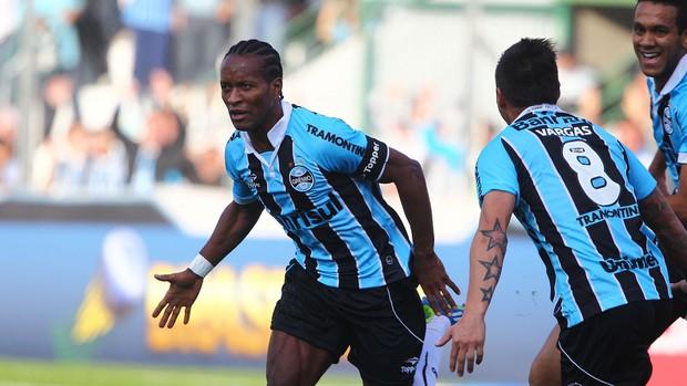 Zé Roberto marca contra o Náutico (Foto: Lucas Uebel / Grêmio, DVG)