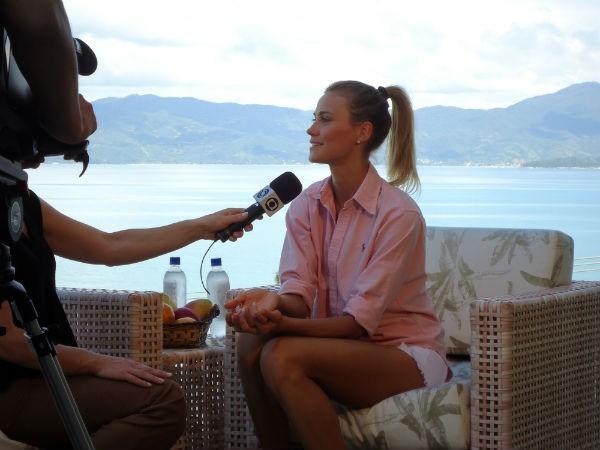 Renata Kuerten é entrevistada para o Jornal do Almoço (Foto: Divulgação)