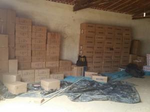 Policiais também encontraram um depósito clandestino  (Foto: Polícia Rodoviária Federal)