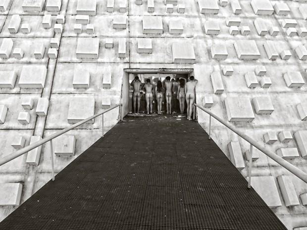 Teatro Nacional é cenário de série de fotos sobre abandono cultural em Brasília (Foto: Sérgio Costa Vincent/Divulgação)