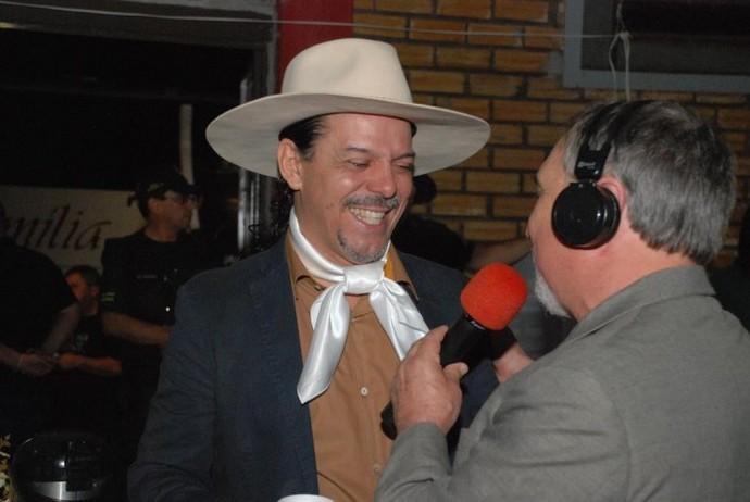 Neto Fagundes nos bastidores do Galpão Crioulo em Pejuçara (Foto: Tobias Zamberlan/Prefeitura de Pejuçara)