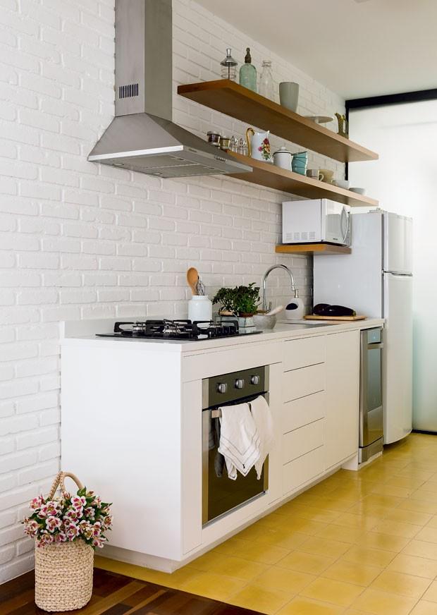 cozinha-arquiteta-luciana-fioratti-designer-de-interiores-luiza-simoes-branco-neutro (Foto: Edu Castello/Editora Globo)