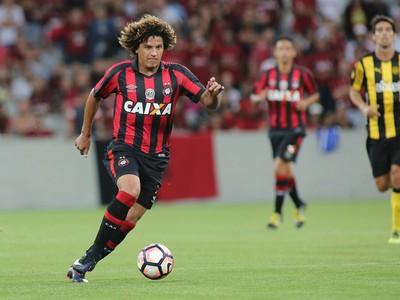 Felipe Gedoz Atlético-PR (Foto: Giuliano Gomes/ Agência PR PRESS)