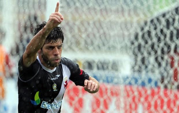 juninho pernambucano Macaé x Vasco (Foto: Marcelo Sadio/Agif/Globo)