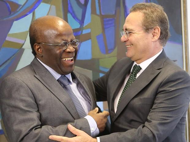 O presidente do STF, Joaquim Barbosa em encontro nesta quinta-feira (29) com o presidente do Senado, Renan Calheiros (Foto: Alan Marques/Folhapress)