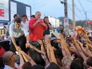 Haddad e Lula fazem comício sobre carroceria de camionete (Foto: Roney Domingos/G1)