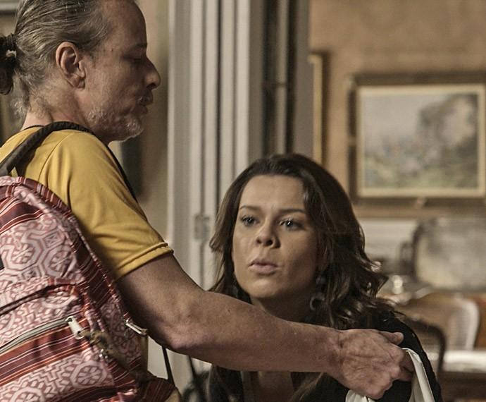Mel não perde a oportunidade de fazer barraco (Foto: TV Globo)