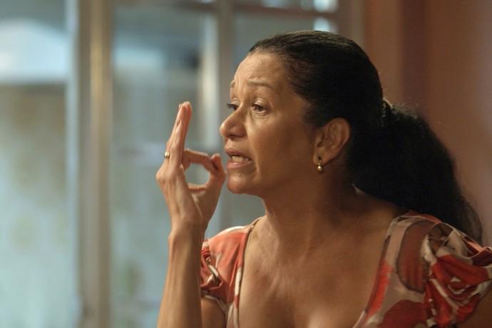 Jacira expulsa filha de casa (Foto: TV Globo)