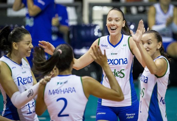 Cariocas comemoram a 10ª vitória seguida na Superliga (Foto: Marcio Rodrigues/MPIX)