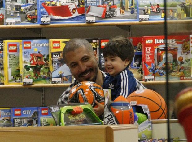 Fernando Medeiros e Lucca (Foto: J Humberto/Agnews)