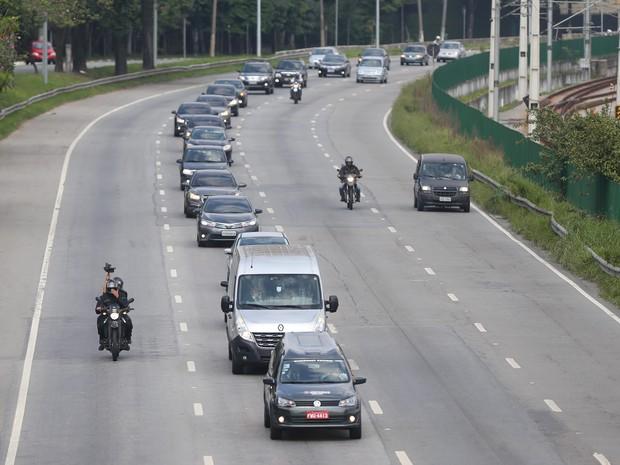 Cortejo Thomaz Alckmin passa por vias da capital paulista nesta sexta-feira (Foto: Tiago Queiroz/Estadão Conteúdo)
