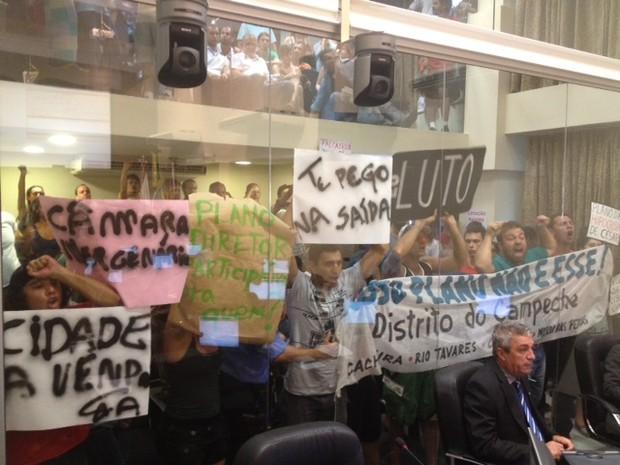 Manifestantes protestam contra aprovação do Plano Diretor da capital (Foto: Cristiano Anunciação/G1 )