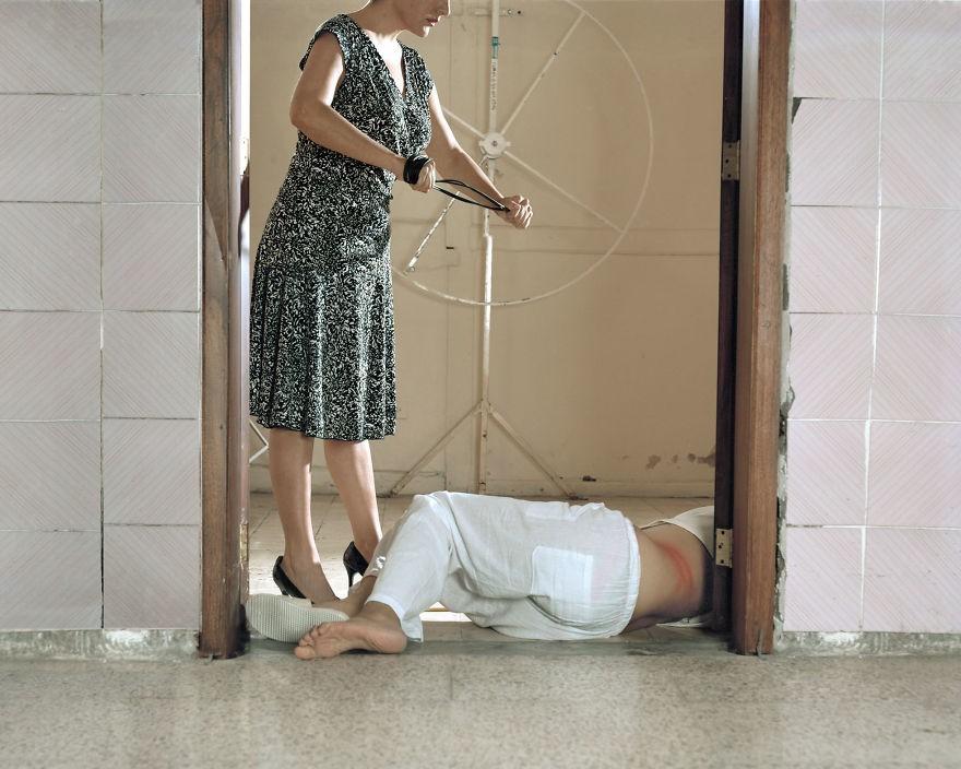 """Violência física também é um forma de """"corrigir"""" os homossexuais (Foto: Paola Paredes)"""