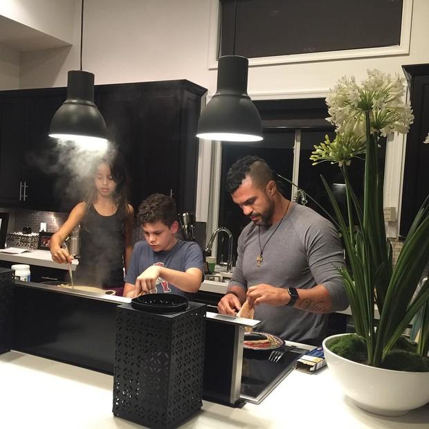 Vitor Belfort com os filhos (Foto: Instagram / Reprodução)
