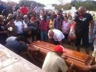 Copiloto do avião de Campos é enterrado em cemitério de Valadares