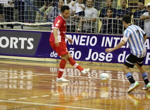 Falcão marcou pela primeira vez pelo Sorocaba Futsal (Foto: Manolo Quiróz)