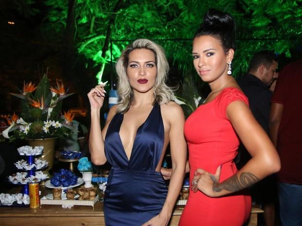 Dani Vieira e ex-BBB Ariadna em festa na Zona Oeste do Rio (Foto: Daniel Pinheiro/ Ag. News)