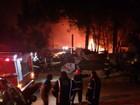 Incêndio atinge ferro-velho em Alvorada, no RS