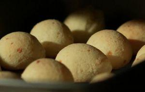 Pão de queijo com creme de ricota light