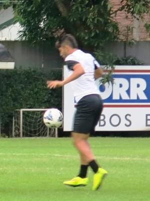 Gabriel voltou a treinar com bola no CT Rei Pelé (Foto: Lincoln Chaves)
