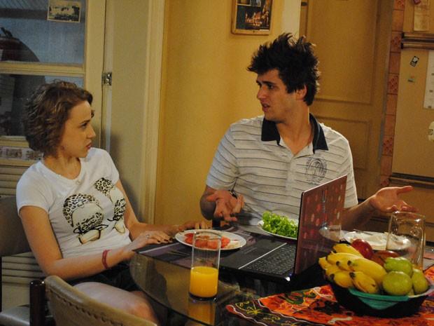 Babi defende Betão e Guido fica cheio de ciúmes (Foto: Malhação / Tv Globo)