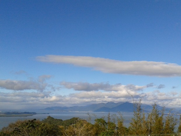 Previsão SC - sol entre nuvens (Foto: Valéria Martins/G1)