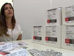 Mariana Jankunas, coordenadora de produção da Funed, que fabrica a droga. (Foto: BBC)