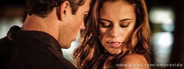 """No final do papo, ele pede uma posição dela e escuta: """"Não quero te magoar"""" (Foto: Amor à Vida / TV Globo)"""