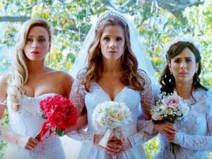 A partir da esquerda: Suzana Pires, Ingrid Guimarães e Tatá Werneck na comédia 'Loucas pra casar' (Foto: Divulgação)