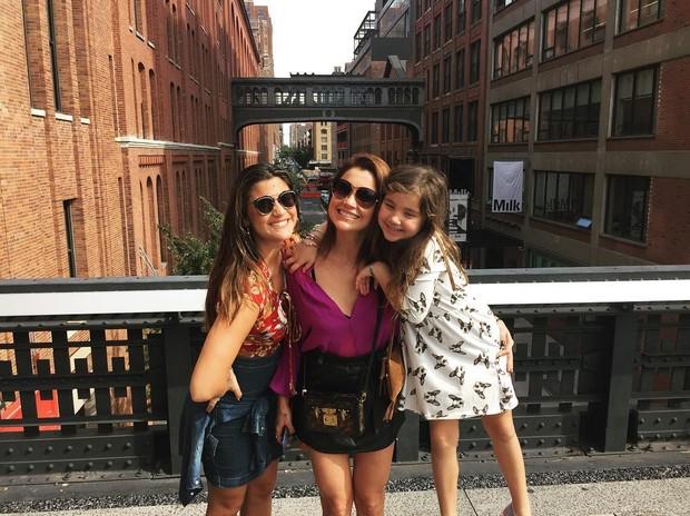 Flávia Alessandra com as filhas Olívia e Giulia (Foto: Reprodução / Instagram)