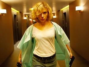 Scarlett Johansson vive personagem-título em Lucy (Foto: Divulgação)