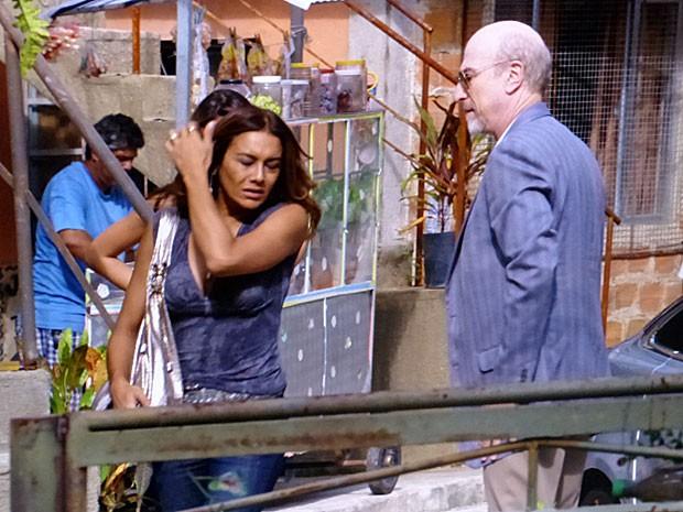 Lucimar chega em casa atordoada com a notícia sobre Morena (Foto: Salve Jorge/TV Globo)