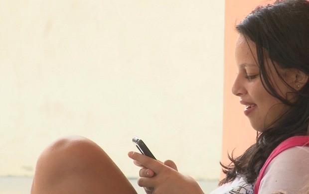 Escola de Vilhena proíbe uso de celular em sala de aula (Foto: Bom Dia Amazônia)