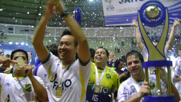 Jaú comemora título da Copa TV TEM 2013 (Foto: Alan Schneider)