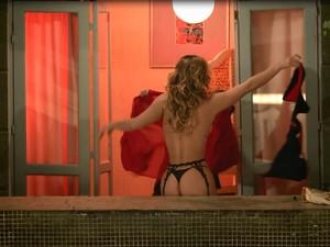 Laura Keller exibe corpão em cena da próxima temporada de Pé na Cova (Foto: Gshow)
