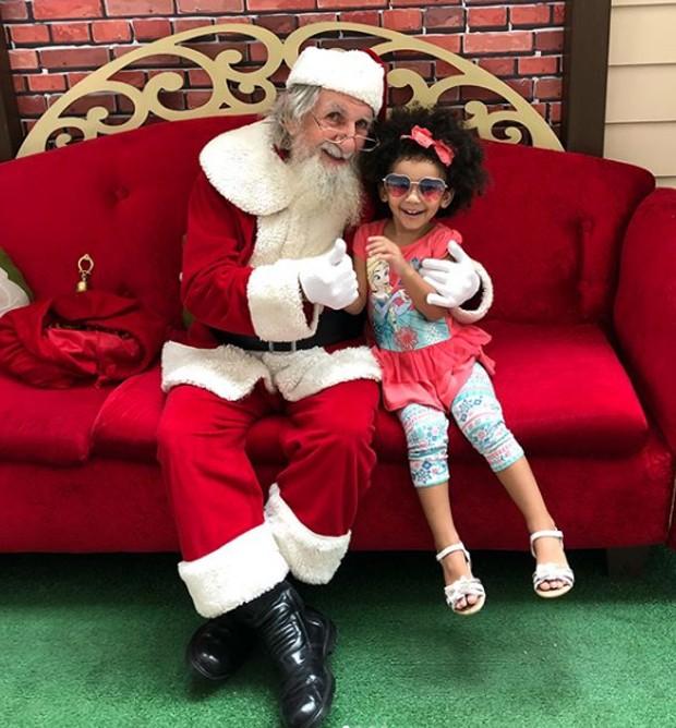 Maria Victoria e Papai Noel (Foto: Reprodução/Instagram)