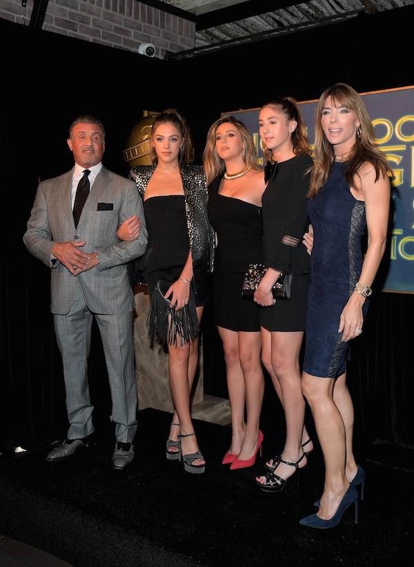 O ator Sylvester Stallone, a esposa e as três filhas (Foto: Getty Images)
